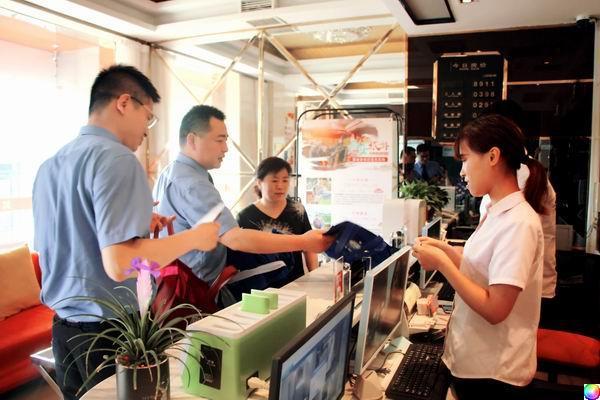 莲湖检察官深入城乡结合地区开展扫黑除恶再宣传